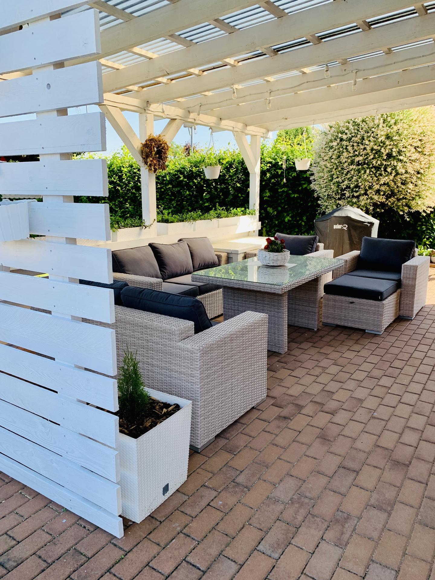 Naše barevná zahrada 🌸 - Když si po 12ti letech obměníte sezení 🤗