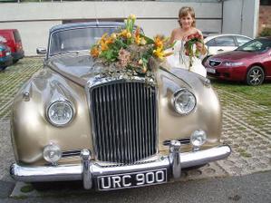 nevěsta a jeji autíčko