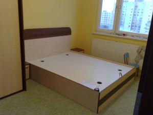 postel farebne ladí ku skrini. skombinoval som si to ako som chcel. chýba este matrac
