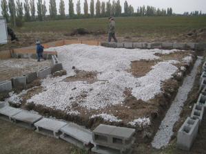 kontrola neminula ani budúce základy zahradného domčeka