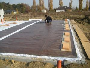 ...hydroizolácia nesiaha až po tvarovky, ale základy domu presahuje cca o 30cm