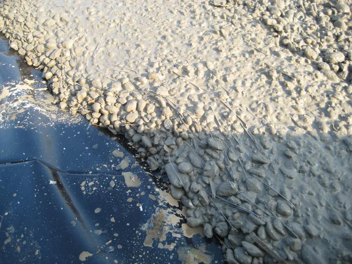 Aktualny projekt - ...drátkobetón. Takýto betón vám dodá momentálne len Holcim. V doske hrúbky 30cm sme nemuseli položiť ani gram klasickej výstuže. Všetky ťahy preberajú práve tieto drátky, ktoré sú rozmiešané rovnomerne v celej hmote betonu.