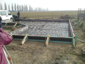 príprava základov pre záhradný domček