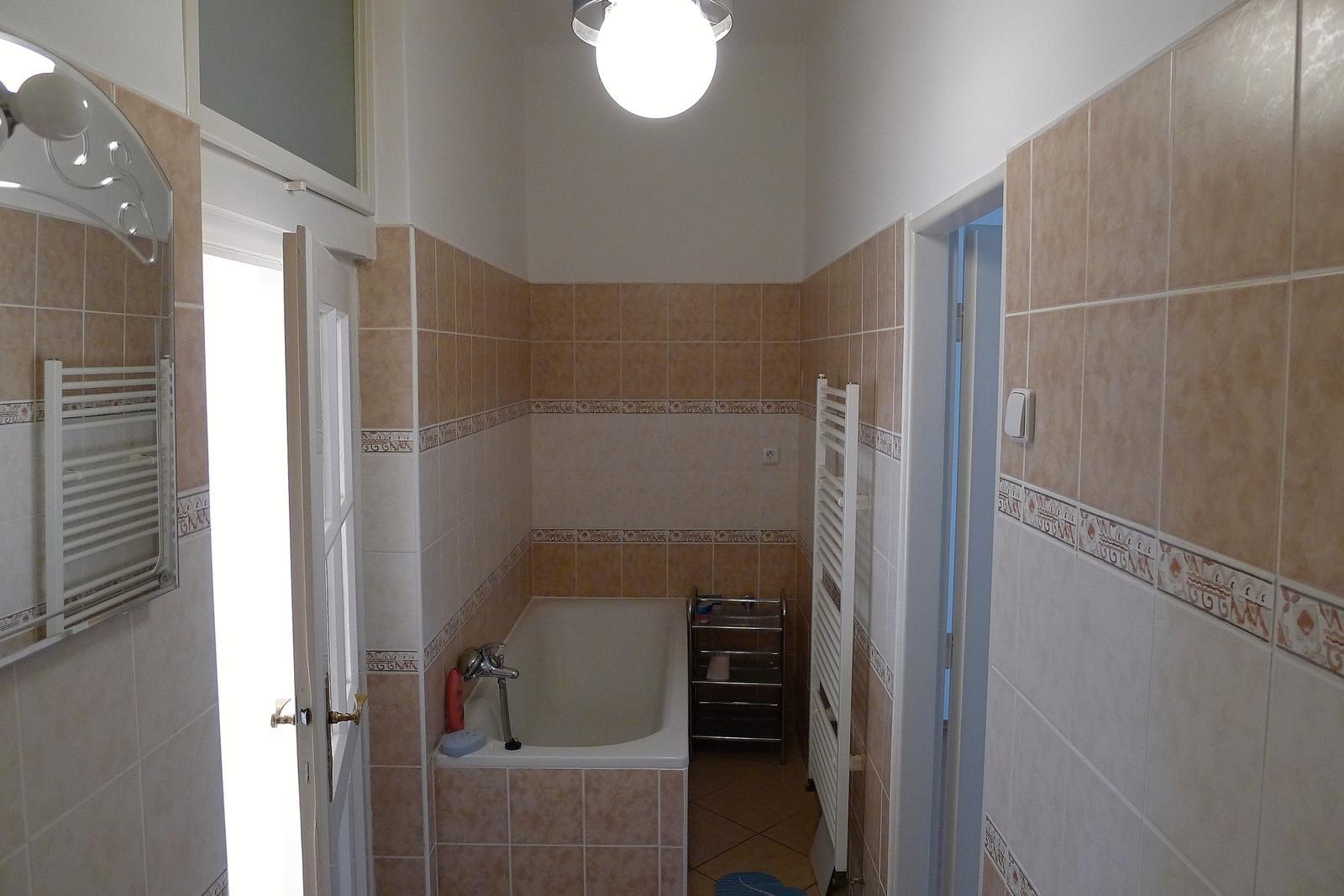 Rekonstrukce našeho domečku - původní koupelna