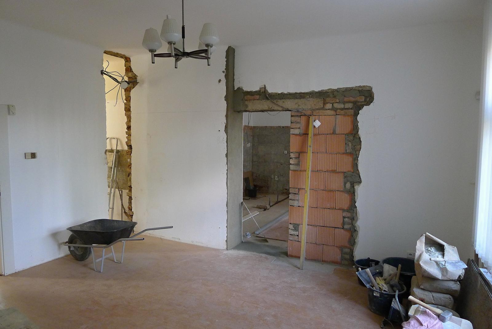 Rekonstrukce našeho domečku - a už se bourá...