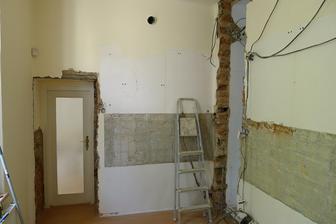 a původní kuchyň je pryč :o)
