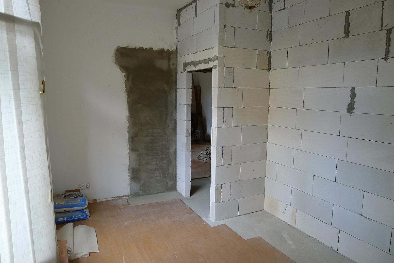 Rekonstrukce našeho domečku - ložnice se na úkor koupelny trošku zmenšila, ale na spaní stačí bohatě