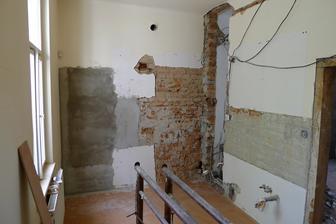 příčka vpravo se zbourá a kuchyň bude propojená s obývací částí