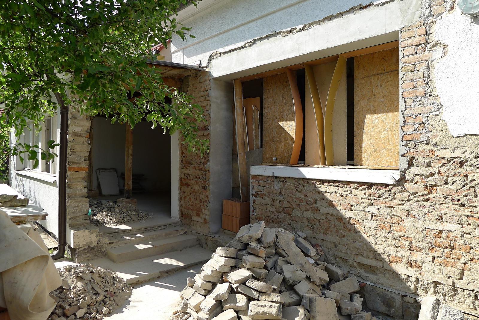 Rekonstrukce našeho domečku - moje vysněné okno už se rýsuje :o)