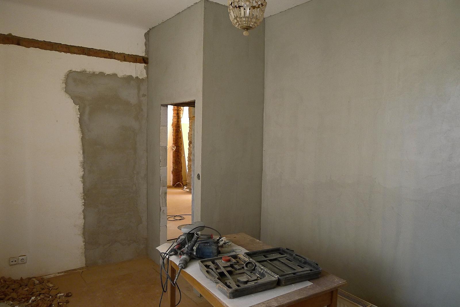 Rekonstrukce našeho domečku - nové zdi v ložnici natažené lepidlem
