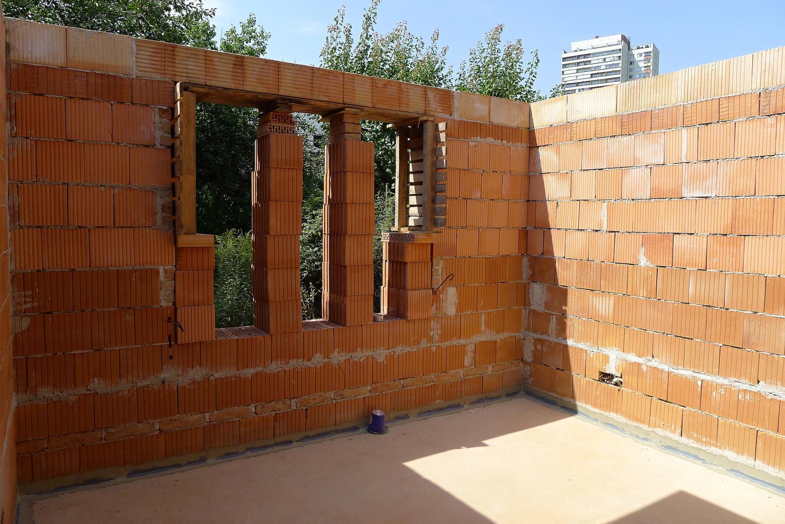 Rekonstrukce našeho domečku - okno bude velké :o)