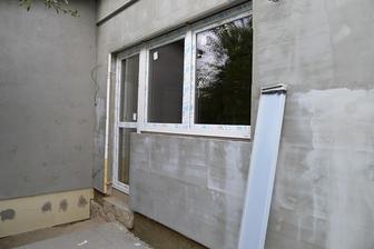 dveře z kuchyně rovnou na dvoreček a zahrádku :o)