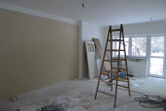 první barevná stěna v obýváku :O)