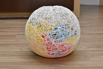 použili jsme nafukovací míč - ale není ideální, protože to není 100% koule a navíc jsme bojovali s tím, že se nám otvíral ventilek a stále jsme museli dofukovat :O(