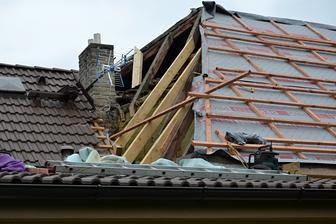 Letos u nás velká akce - rekonstrukce zadní části střechy