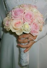 ružové s bielim. je to jemné a pekné