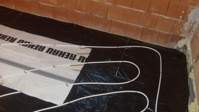 podlahove v kúpelni na poschodí