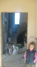 pohľad s kuchyne na schodisko