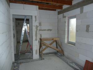 druha cast izby. este jedno okno a priestor na vstavanu skrinu...