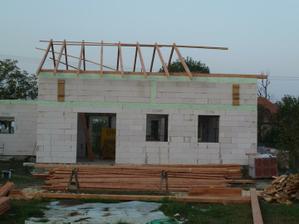 povodne mal byt dom po spodny veniec (spodna zelena ciara)