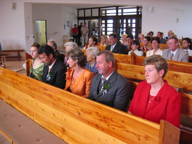 Andrea Gajdošová{{_AND_}}Marek Fraňo - svadobni hostia v kostole