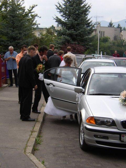 Andrea Gajdošová{{_AND_}}Marek Fraňo - nástup do auta na obrad