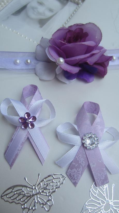 Vývazek z fialové stuhy s ornamentem - Obrázek č. 1