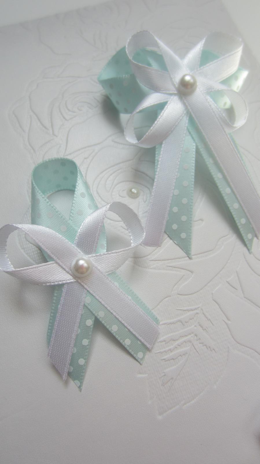 Mentolový vývazek s perličkou - Obrázek č. 1