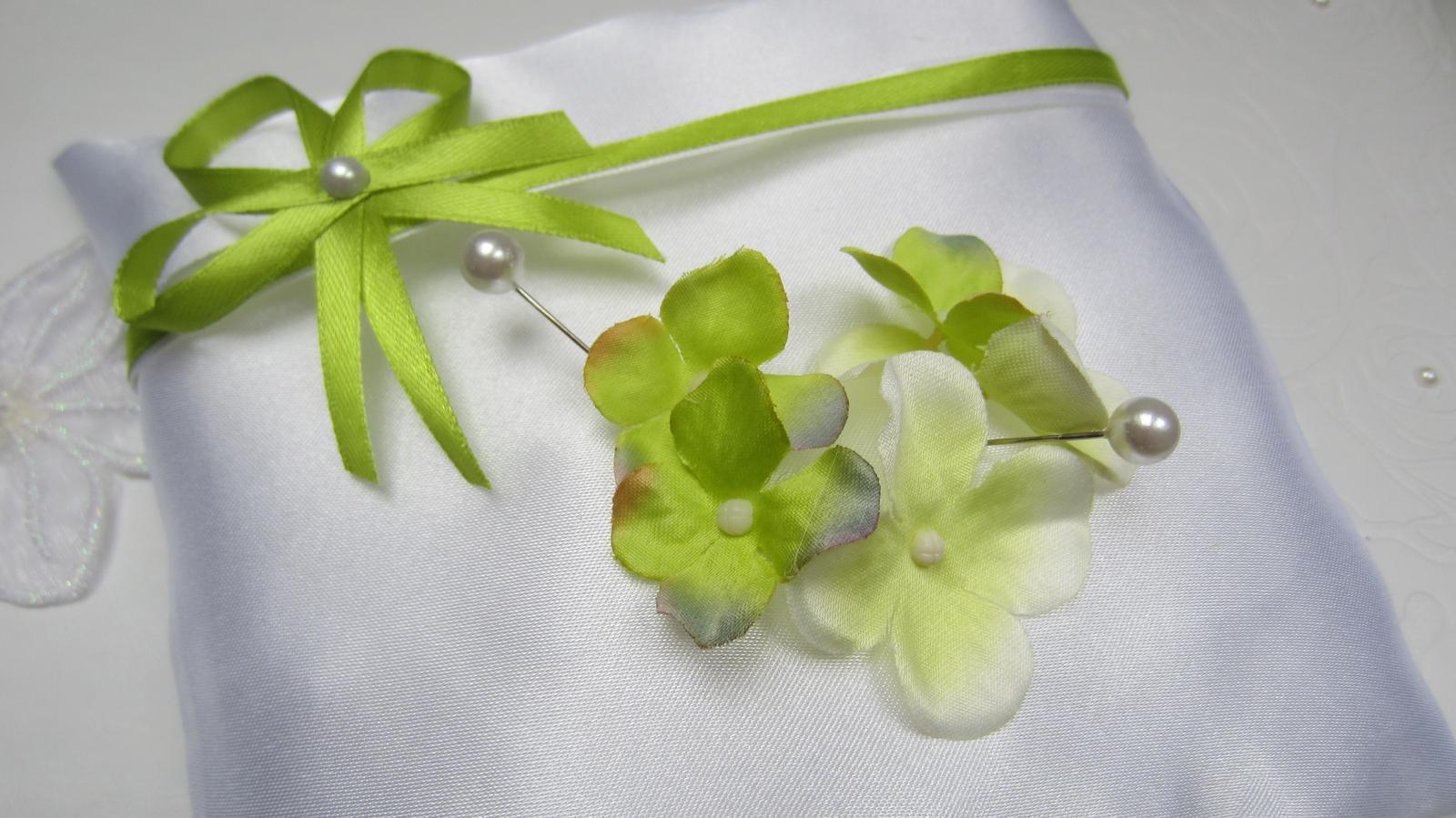 Zelenobílý polštářek pod prstýnky - Obrázek č. 1
