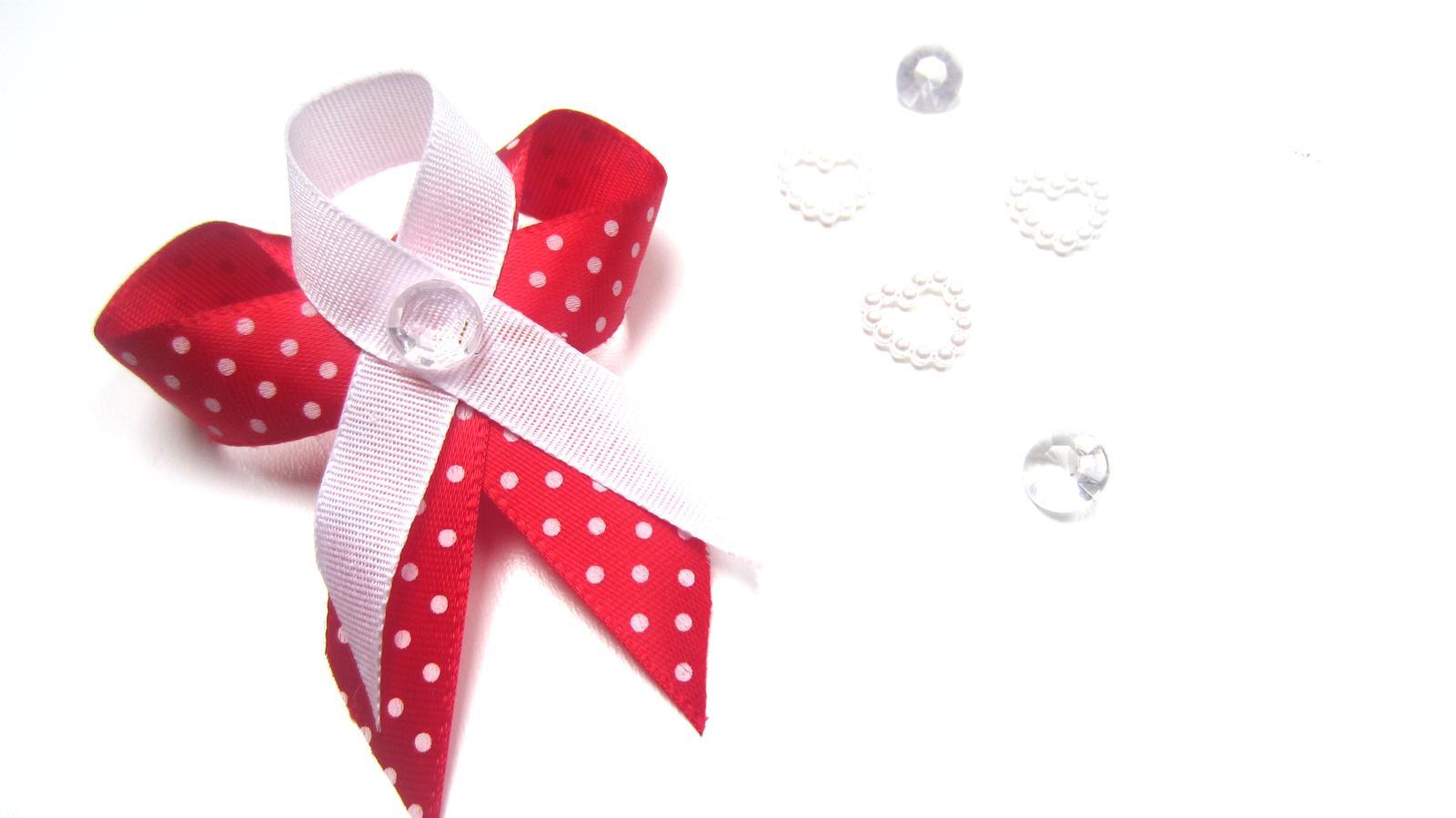 Červený s puntíky - Obrázek č. 1