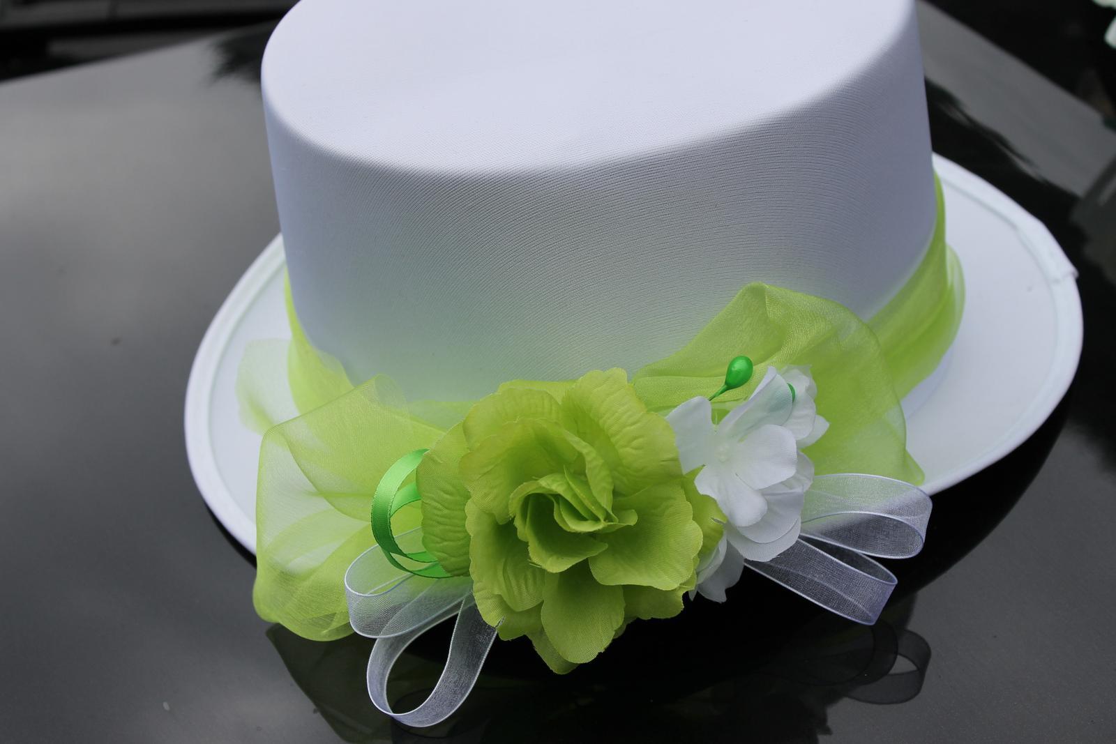 Bílý cylindr do zelena - Obrázek č. 1
