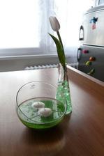 Takhle nějak to bude vypadat... Akorát ve vázičce bude více tulipánů. :-)