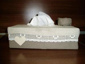 ku krabiciam som dorobila obal na papierové vreckovky....