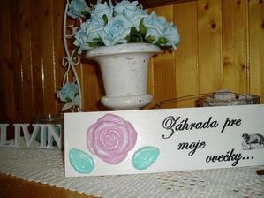 ovečky dostali na svoje územie-čiže moju záhradu tabuľku, oni síce čítať nevedia ale info je pre tú druhú stranu čo čítať vie, aby každý pochopil prečo nemám žiadnu mrkvu...farby na ružičky som použila podľa vzoru michaella24...
