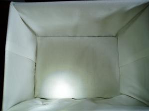 každá je látkou obalená komplet, všetko je pevne zošívané, má pevné dno a vrchnák...