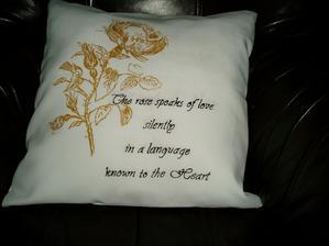 ručne maľované zlatou farbou na textil....