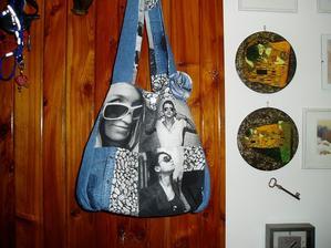 tá istá taška z druhej strany, tie obrázky od nej naravo sú servítková technika...