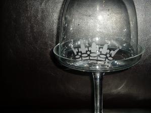 pieskovanie priezračného skla...