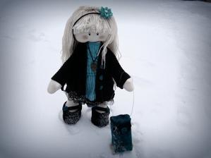 nová bábika s kufríkom pre vnučku....