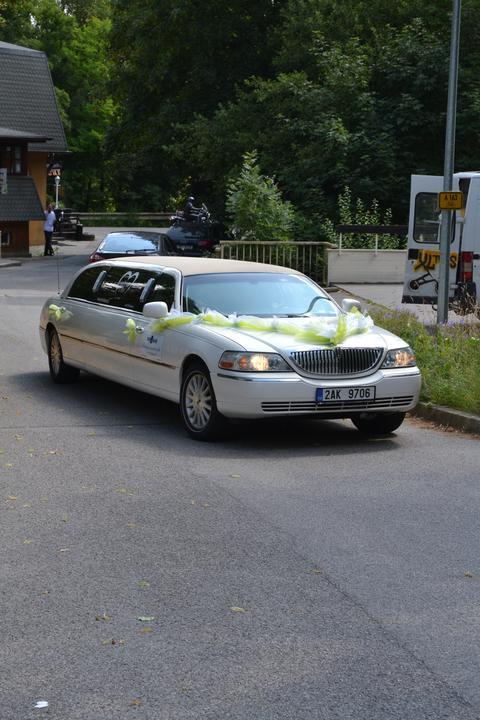 Milada Nováčková{{_AND_}}Jiří Charvát - Nevěsty auto
