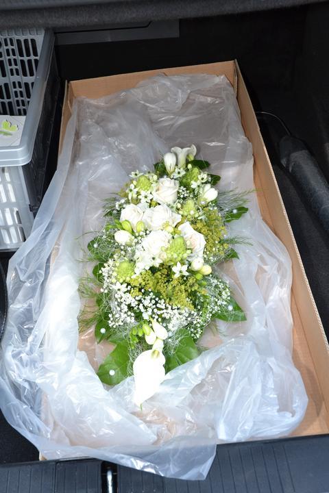 Milada Nováčková{{_AND_}}Jiří Charvát - květina na stůl