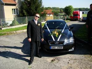 můj manžílek a autíčko, které jsme pak museli vrátit, ale manžílka jsem si nechala :-))