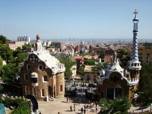 pohled na Barcelonu z Gaudího parku