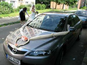 nevěsta si sama autíčko nazdobila