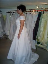 zkouška a výběr svatebních šatů č.1