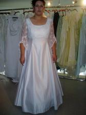 zkouška a výběr svatebních šatů č.2 - moc usedlé,ne?