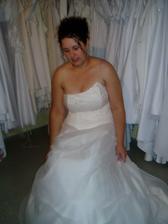 šaty č.3 - zkoušela jsem si v nich sednout, bylo to OK