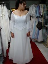 zkouška a výběr svatebních šatů č.7 - další varianta pro princeznu, ale s těmi rukávy prostě nevim, nevim...bylo by v tom teplo!!!