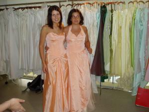 šaty si zkoušely a vybíraly i moje družičky:0) - tyhle nebrat!!!
