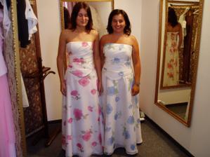 družičky zkoušely další šaty - pěkné, letní, svěží, ale....